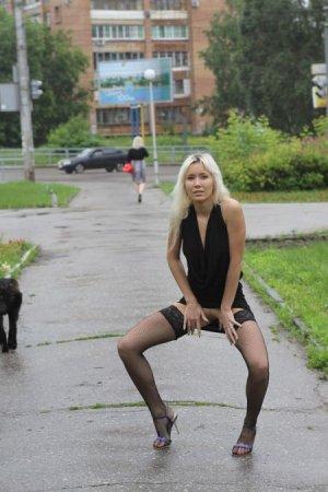 Настя из Самары гуляет по городу 3