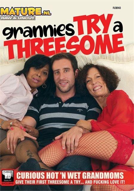 Grannies Try a Threesome / Бабушки пробуют секс втроем (2020)